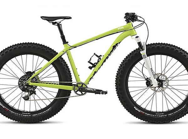 Zabave željni kolesarji, kot ste vi sami, rabite eno kolo za vsako priložnost, naj si bo za vožnjo po snegu, pestu ali edinstveni gozdni stezici. FATBOY je popolnoma novo kolo ter kolo, ki še manjka v vaši garaži.